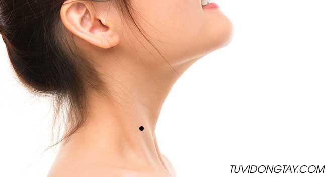 [Giải Mã] Nốt ruồi ở cổ đàn ông và phụ nữ nói lên VẬN MỆNH gì?